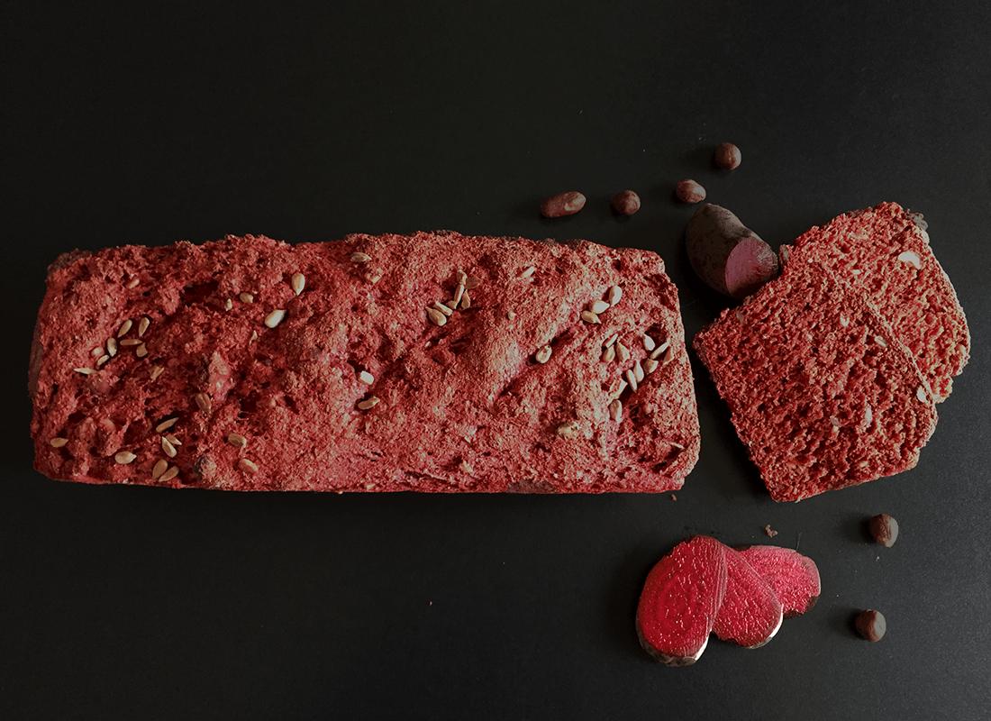 Rote-Beete-Brot mit Nüssen